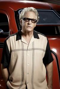 Hay sólo dos tipos en este mundo capaces de lucir dignamente una camisa como esta: Barry Weiss y Charlie Harper.