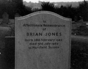 Por supuesto, esta tumba está vacía, y Brian vive con Jim en África.