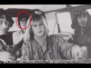 Tony estuvo allí. En primer plano, Anita Pallenberg y a su izquierda, Keith Richards.