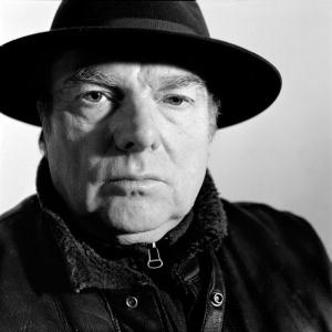 Hola, soy Van Morrison y estoy cabreado porque otro está cantando sha-la-la... no me he quitado el sombrero desde 1983...