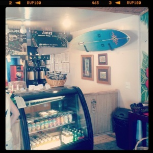 Surfdog bar en Encinitas (by @carloskarmolina)